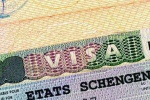 Французский посол обещает увеличить выдачу шенгенских виз украинцам