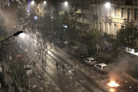 Ультраси розгромили центр Брюсселя після проходу збірної Марокко на ЧС-2018 (Оновлено)