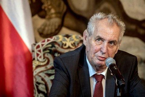 Сенат Чехії звинуватив президента Земана в порушенні Конституції
