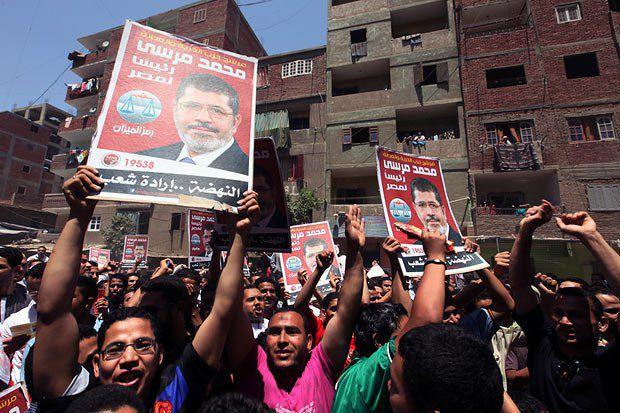 Египтяне поддерживают на президентских выборах кандидата от исламистской партии «Братья-мусульмане» Мохаммеда Мурси