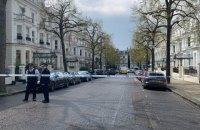 Чоловіка, який протаранив машину українського посла в Лондоні, взяли під варту