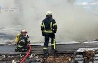 У Києві спалахнула пожежа на складі, вогонь охопив 1200 кв. м