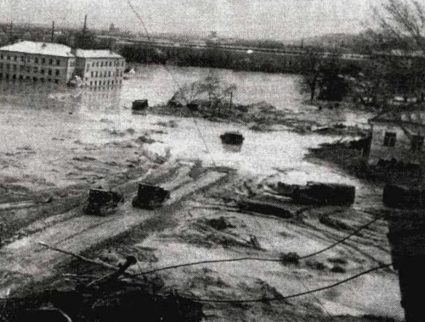 Потоп на Куреневке, 13 марта 1961 года. Лавина грязи, которую десять лет закачивали в Бабий Яр, прорвала дамбу и хлынула на Куреневку