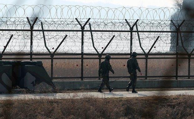 Южнокорейские солдаты патрулируют границу с Северной Кореей