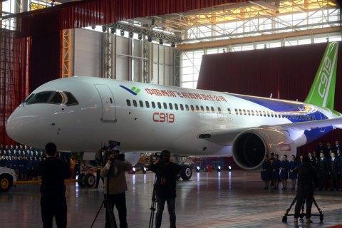Китайський конкурент Boeing 737 і Airbus A320 здійснив перший політ