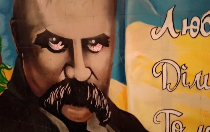 Графіті на вул. В. Чорновола