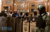 Мітингувальники відкрили проїзд вулицею Грушевського і звільнили чотири ОДА
