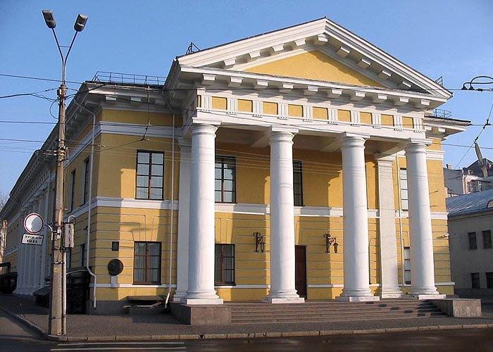 Фасад Контракто́вого дому