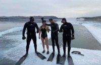 Росіянка встановила світовий рекорд, пропливши 85 метрів під льодом Байкалу