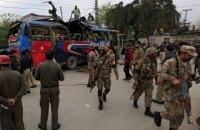 В Пакистане подорвался автобус с госслужащими: 15 жертв