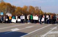 Учителя из-за долгов по зарплате перекрыли международную трассу в Житомирской области