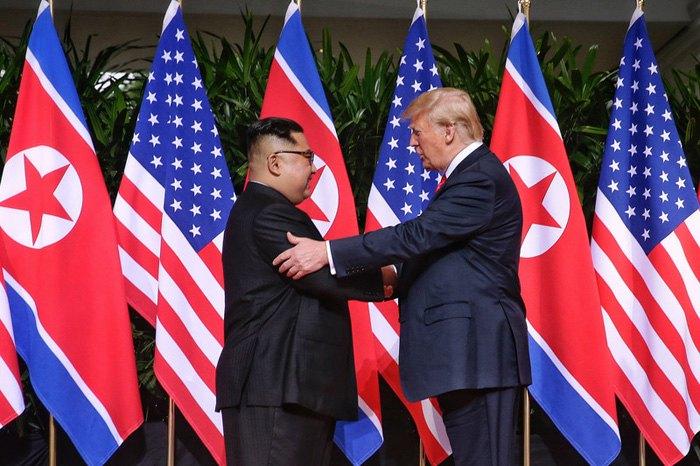 Встреча президента США Дональда Трампа и главы Северной Кореи Ким Чен Ына в Сингапуре