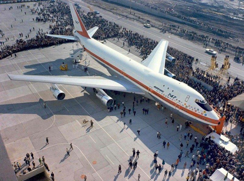 Перший Boeing 747 на церемонії викатки в Еверетт, недалеко від Сіетла, 30 вересня 1968 р.