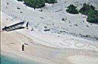 Двое человек спаслись с необитаемого острова благодаря надписи SOS на песке