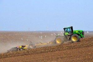 Аграрії попередили про можливий зрив посівної кампанії