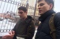 Титушки избили двух противников Труханова в Соломенском суде
