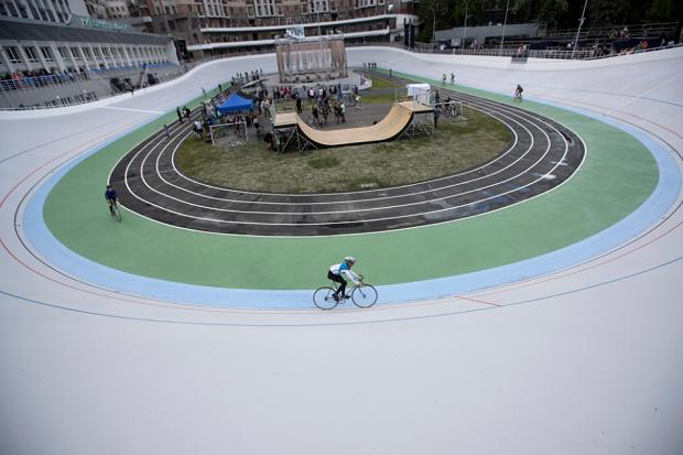УКиєві відкрили оновлений велотрек видовищним лазерним шоу та відеоінсталяцією