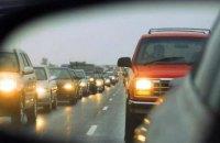 Поліція нагадала, що відсьогодні водії повинні їздити за містом з увімкненими фарами