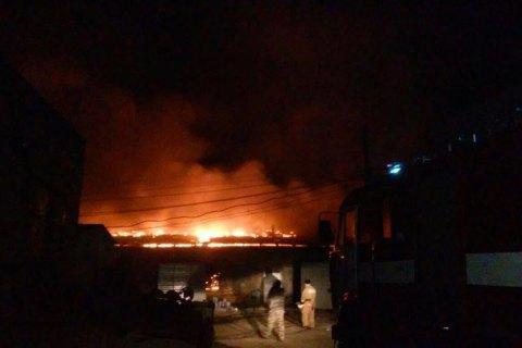 На колишній овочебазі під Києвом сталася пожежа з вибухом