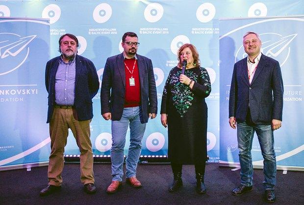 Пилип Іллєнко і Тійна Локк (в центрі) на урочистому прийомі на честь українського кіно під час Талліннського кінофестивалю