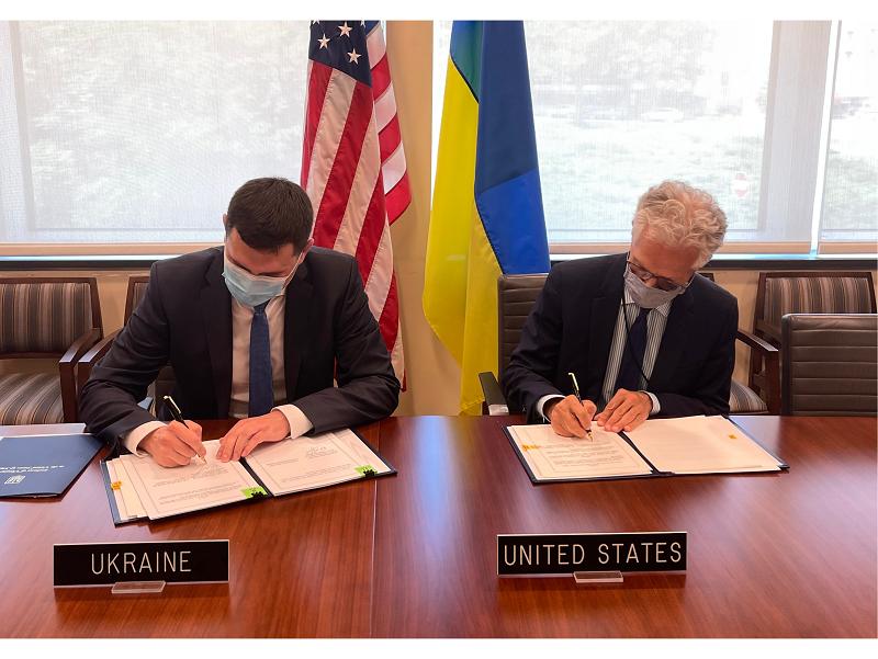 Адміністрація Державної служби спеціального зв'язку та захисту інформації України та Державний департамент Сполучених Штатів Америки підписали угоду про встановлення лінії захищеного зв'язку.