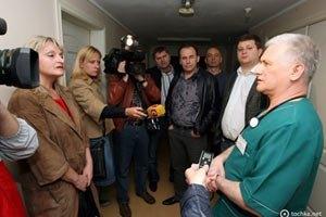 Милиция не подпускает к Луценко его жену(Обновлено)