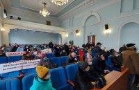 У Житомирі учасники акції проти підвищення тарифів увірвалися до облради (оновлено)