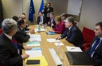 Меркель и Олланд пообещали Порошенко сохранить санкции против РФ