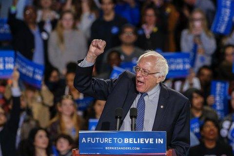 Сандерс сократил отставание от Клинтон в президентской гонке