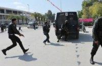 В Тунисе вооруженный ножом исламист напал на полицейских возле парламента