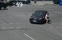 У Києві патрульні затримали водійку, яка наїхала на пішохода та втекла