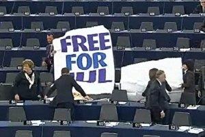 Европарламент рекомендовал пока не подписывать СА с Украиной