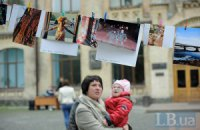 """Студенты Киева """"сушили"""" фотографии в парке КПИ"""