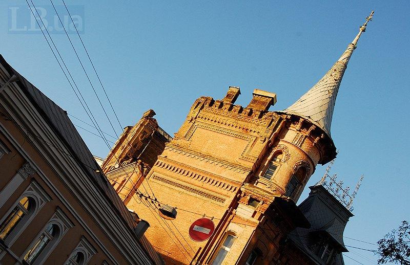 Будинок з песиголовцями на Ярославовому Валу 1