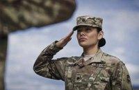 Женщинам-военным в США позволили заплетать косы и красить губы