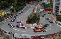 Два стюарда едва увернулись от несущегося болида в гонке Гран-При Монако