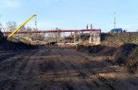 Украина завершает строительство временного перехода на мосту в Станице Луганской