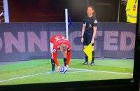 В Иране трансляцию матча Английской премьер-лиги прерывали более 100 раз из-за голых ног женщины-лайнсмена