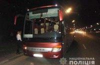 В Киеве нетрезвый мужчина ножом ранил двух пассажиров автобуса