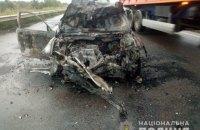 На Одеській трасі легкове авто зіткнулося з вантажівкою, одна людина загинула
