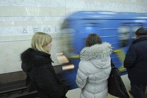 Київське метро зупинялося через пасажира, який впав на колію