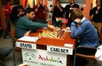 """Карлсен """"белыми"""" отбился от атак Ананда в битве за шахматную корону"""