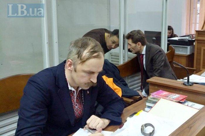 Адвокати Олег Веремієнко(злiва) та Віталій Титич під час засiдання суду.