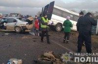 У ДТП за участю маршрутки під Одесою постраждали 13 осіб, жінка загинула