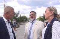 """Представители боевиков """"ЛНР"""" перешли мост в Станице Луганской и заявили права на Счастье"""
