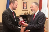 В МОН отреагировали на планы Зеленского предоставить льготы детям умерших от COVID-19 медиков