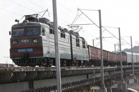 Чоловік загинув на даху вагона товарного поїзда в Києві