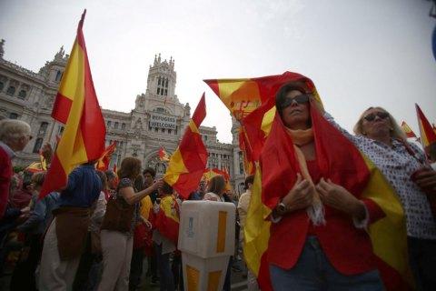 В центр Мадрида проходит митинг в поддержку единой Испании
