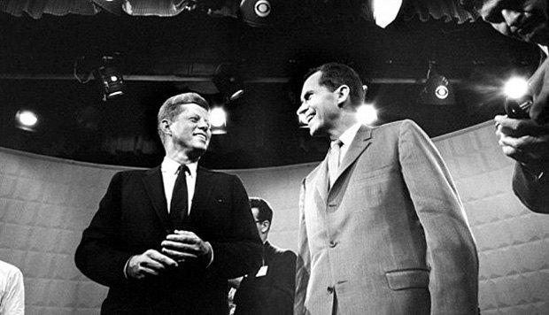 Первые телевизионные дебаты Кеннеди (слева) и Никсона, 1960 год