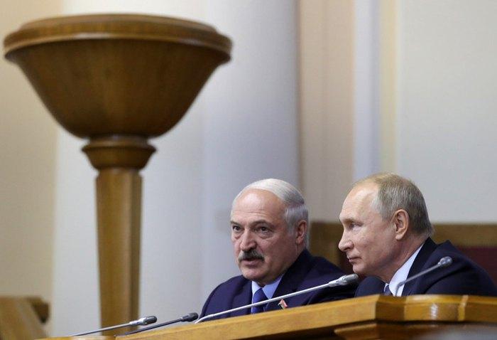 Владимир Путин и Александр Лукашенко на Форуме регионов России и Беларуси в Санкт-Петербурге, 18 июля 2019